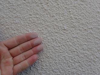 君津市君津台 塗膜の劣化によるチョーキングの発生