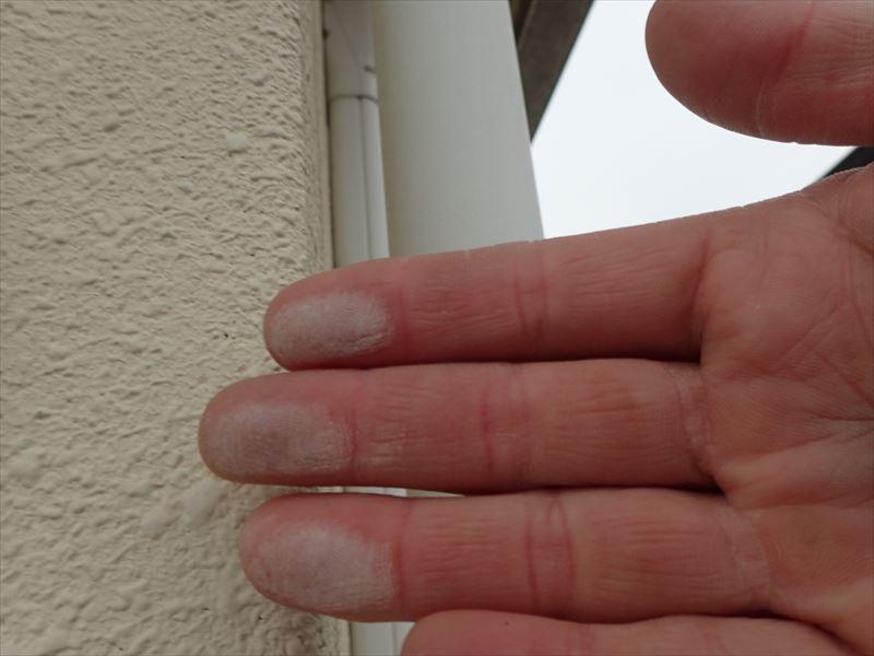 千葉市稲毛区 塗膜の劣化よるチョーキングの発生