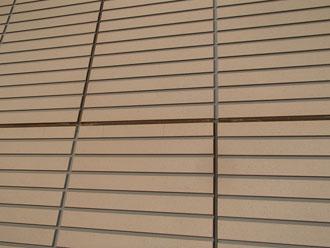 目地のシーリングが痩せ細っている窯業系サイディング外壁