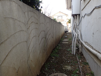 塀も大きなウェーブ