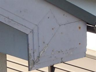 塗膜剥がれが見られた破風板