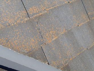 スレート屋根にクラック