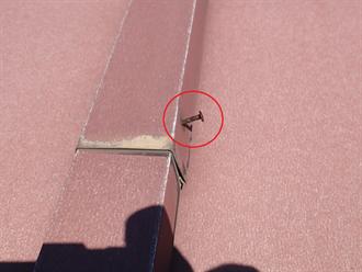 瓦棒屋根の釘浮き