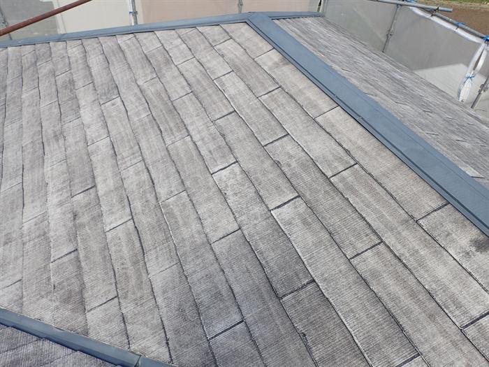 高圧洗浄後の傷んだ屋根材