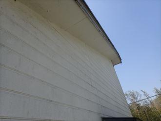 サイディング外壁の塗膜の剥がれにより色褪せ