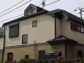 屋根塗装を検討しているスレート屋根の2階建て住宅