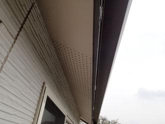 軒下の外壁の汚れ