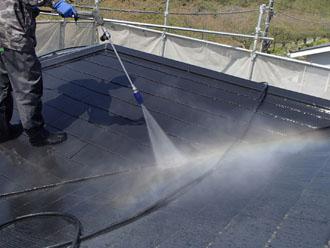 高圧洗浄で旧塗膜を除去
