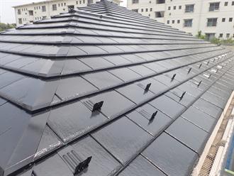 ブラック系で屋根塗装