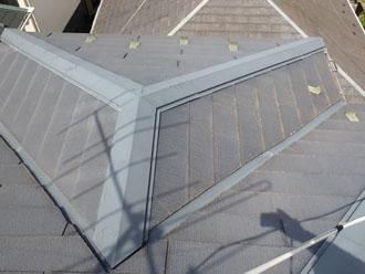 築13年で塗膜が劣化した灰色のスレート屋根