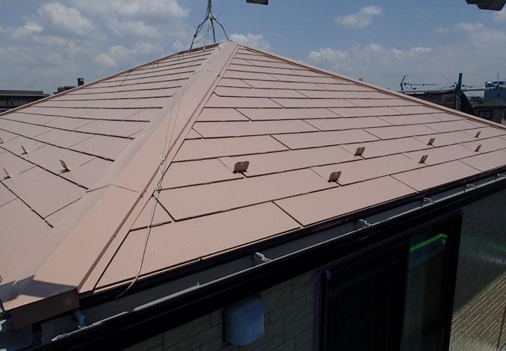 サーモアイSi クールビンテージローズでの屋根塗装が完工したスレート屋根