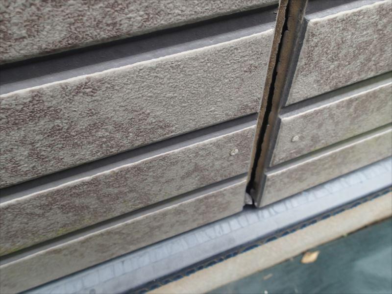 千葉市花見川区さつきが丘 シーリングの欠損と外壁の浮き