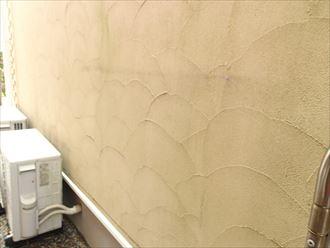 仕上がりが異なる外壁塗材