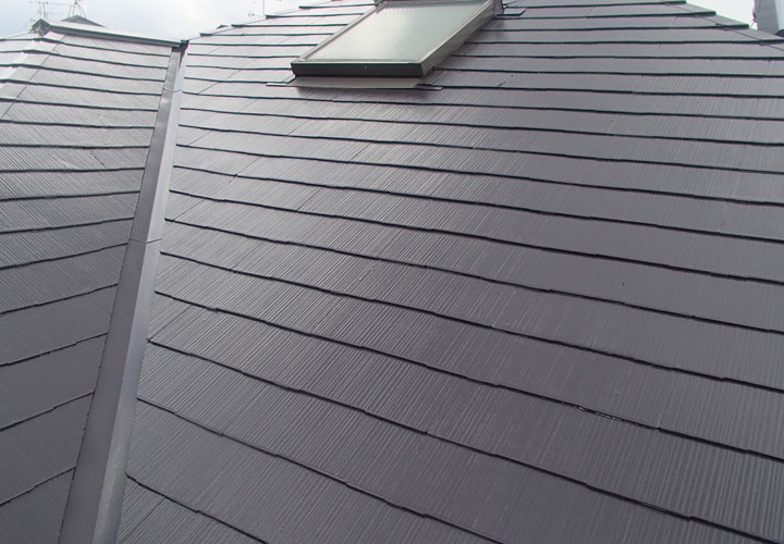 サーモアイ4F クールディープグレーでの塗装が完工したスレート屋根