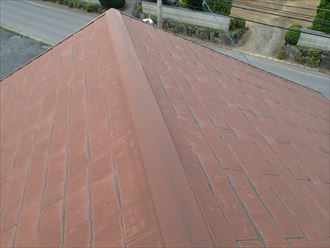 色褪せが目立ち始めたコロニアル屋根