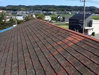 劣化したスレート屋根 全体