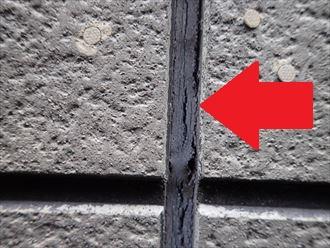 千葉市若葉区貝塚にてサイディング外壁の調査を行ったところシーリングのひび割れを発見