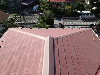 汚れが目立ち始めているスレート屋根