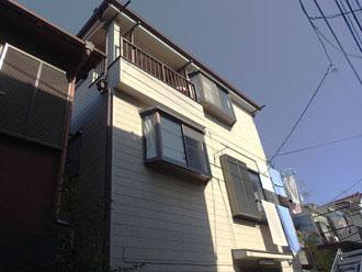 窯業サイディング外壁にクラックが発生し、外壁塗装を検討している3階建て住宅
