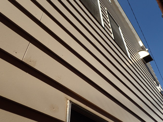 塗膜劣化した外壁