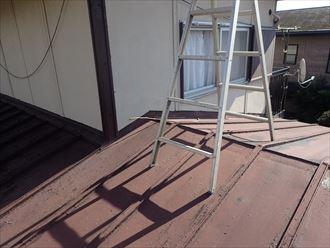 色褪せた瓦棒屋根