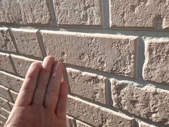 チョーキング現象が少し発生している窯業サイディング外壁