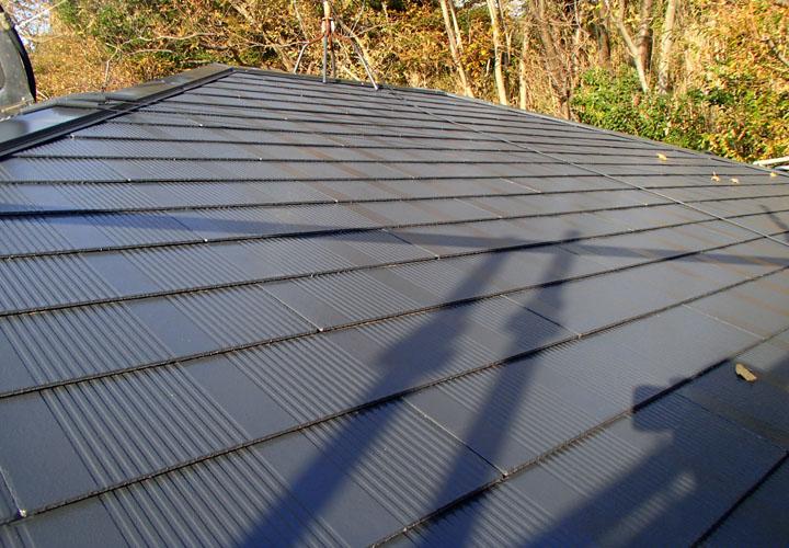 サーモアイ1液Si クールディープグレーで屋根塗装が完工したスレート