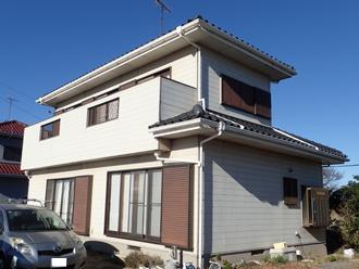 外壁塗装を検討している2階建て窯業サイディング外壁の住宅