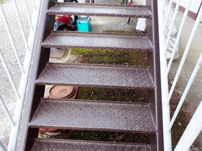 鉄骨階段、塗装後