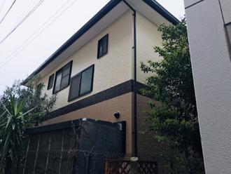 外壁塗装によってツートンカラーの邸宅になりました