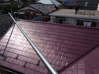 サーモアイ4Fのクールニューワインで塗装したスレート屋根