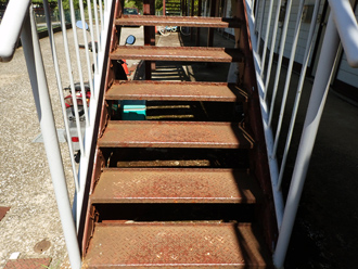 鉄骨階段、塗装前