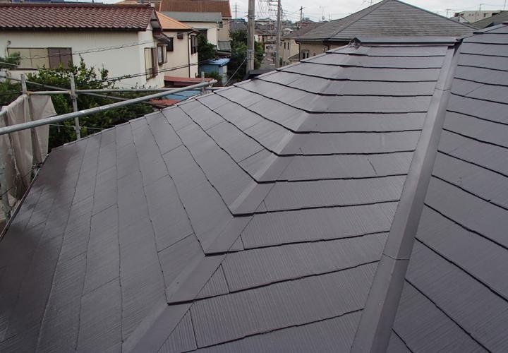 サーモアイ4Fのクールディープグレーで塗装したスレート屋根