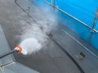 屋根を高圧洗浄