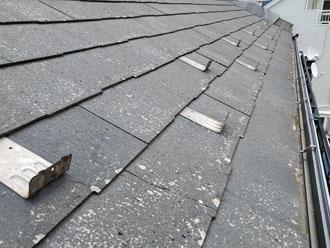 パミール屋根は経年劣化により表層剥離しています