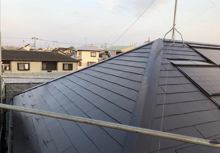ニッペ サーモアイSi クールディープグレーでの塗装が完工したスレート屋根