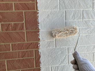 佐倉市江原で行った外壁塗装工事で下塗りの工程を行いました