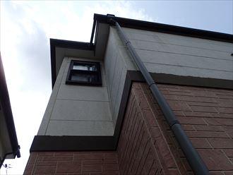 佐倉市江原で行った外壁調査で塗膜が剥がれチョーキング現象が発生し外壁に汚れなどが付着