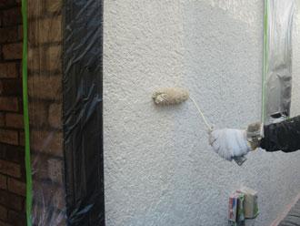 ローラーで塗装