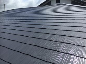 実際にサーモアイのクールダークグレーで塗装したスレート屋根
