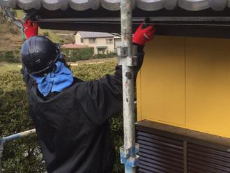 富津市 雨樋交換 水糸で傾斜を測る
