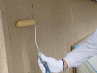 富津市 外壁塗装 シーラーで下塗り